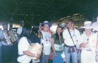 Eu e alguns Indios do Xingú.jpg